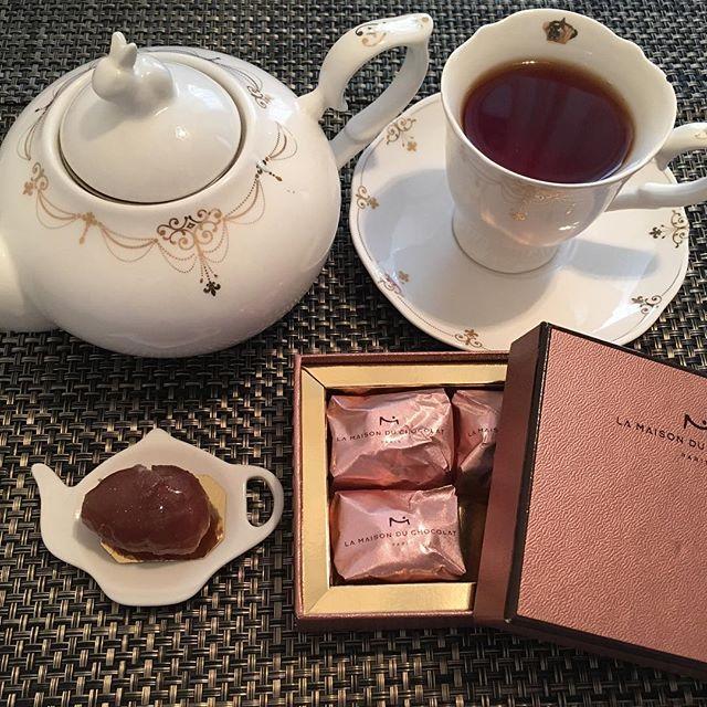 あげ忘れてたアフタヌーンティーです。ラ・メゾン・デュ・ショコラのマロングラッセ。紅茶はエディアールのアールグレイです。#tea #teatime #afternoontea #紅茶 #ティータイム #アフタヌーンティー #marronglace #marronglacé #マロングラッセ #earlgrey #アールグレイ #hediard #エディアール
